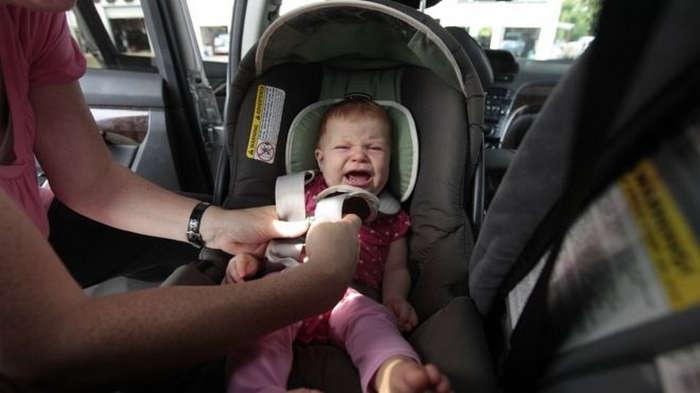 Bebeklerin Arabada Unutulmaması İçin Alarmlı Koltuk Zorunluluğu Getiriliyor