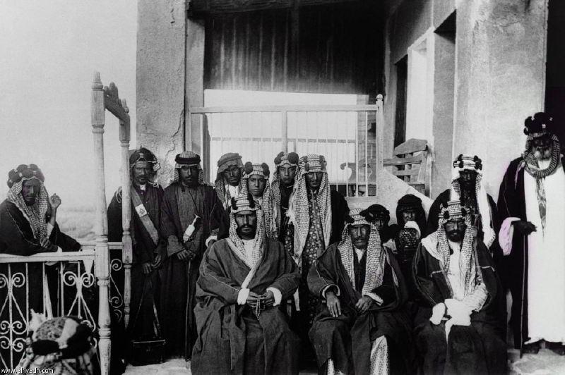 Kral Abdülaziz (önde solda)