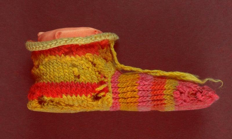 Mısır'da 1700 Yıllık Çizgili Çocuk Çorabı Bulundu