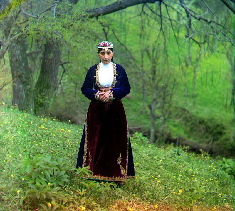 1900'lerin başlarında geleneksel kıyafetleriyle Türkiye'de yaşayan bir Ermeni, Artvin