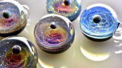 Cam Küreler İçine Sığdırılan Galaksiler