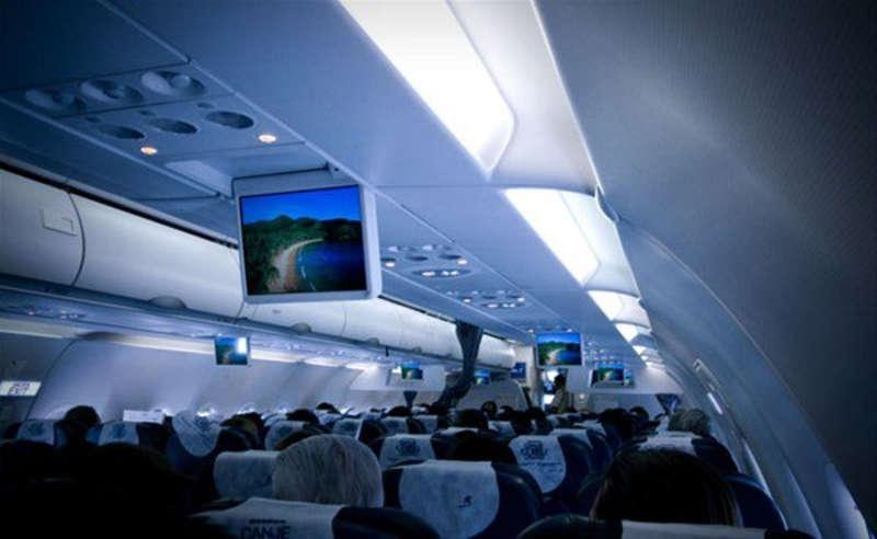 Uçaklarda Kalkış ve İniş Esnasında Kabin Işıkları Neden Söndürülür?
