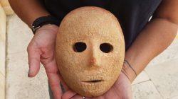 Batı Şeria'da 9 Bin Yıllık Taş Maske Bulundu