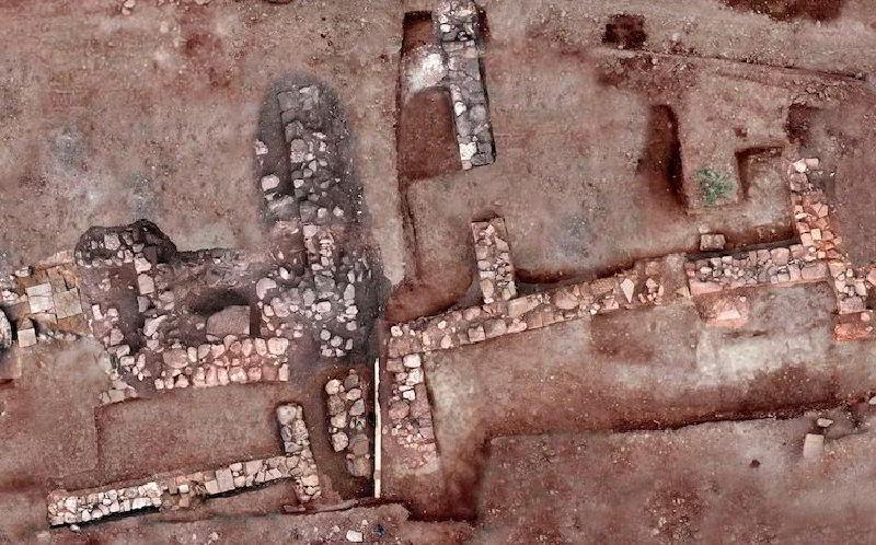 Kayıp Tenea Antik Kenti'ne ait duvarlar ve ev tabanları