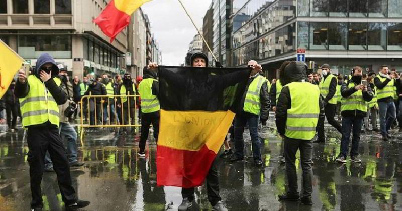Belçika'da Sarı Yeleklilerden Yol Kapatma Eylemi