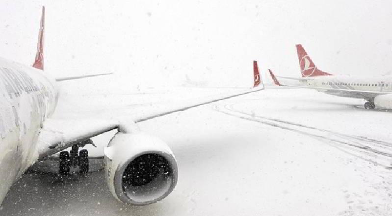 Devlet Hava Meydanları İşletmesi Kar Yağışı Nedeniyle Yolcuları Sefer İptallerine Karşı Uyardı