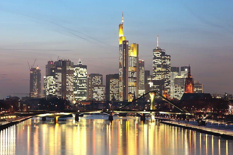 Frankfurt önemli bir finans merkezidir ve Avrupa Merkez Bankası'na ev sahipliği yapar