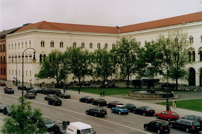 Münih Ludwig Maximilian Üniversitesi 1472 yılında kurulmuştur