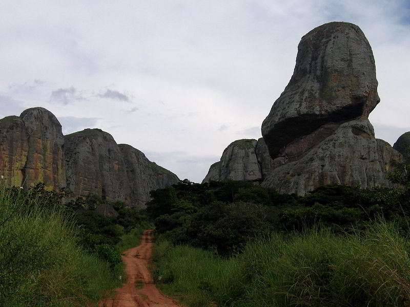 Malange'de bulunan Siyah Kayalar