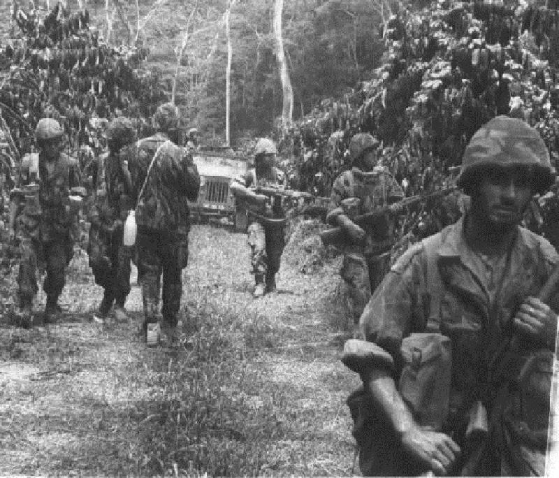 Angola Kurtuluş Savaşı sırasında Angola ormanlarındaki Portekizli askerler (1961-1974)