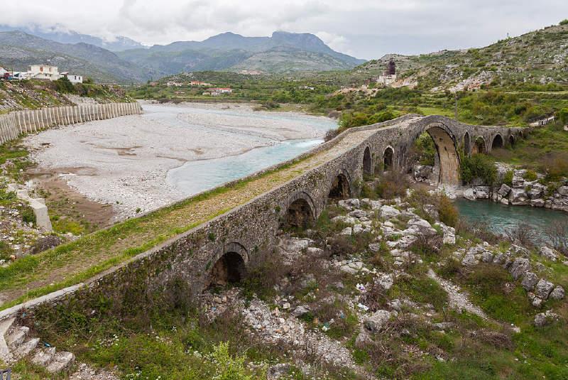1770 yılı dolaylarında, Osmanlı yerel yöneticisi Kara Mahmud Paşa tarafından yaptırılan Mes Köprüsü