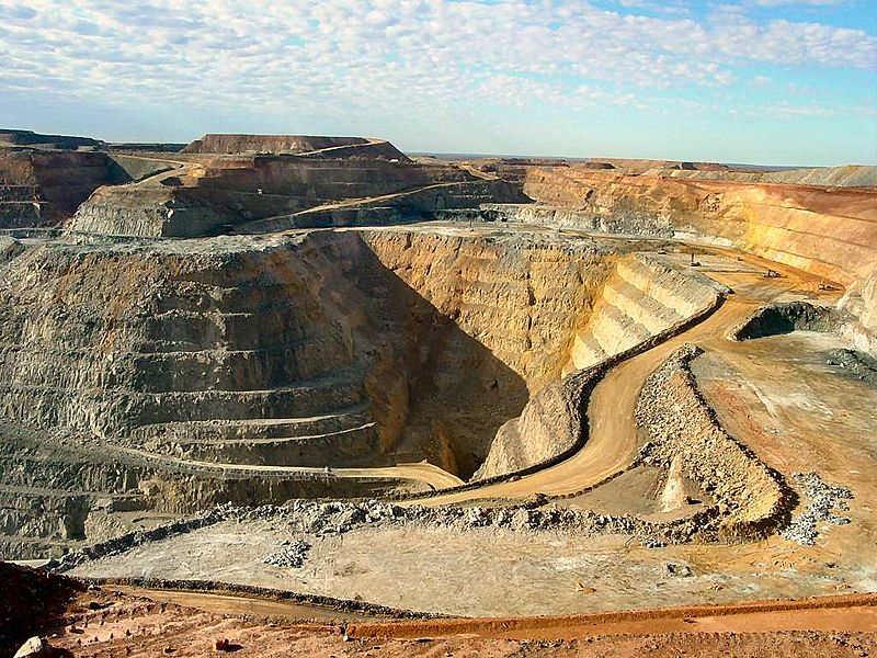 Batı Avustralya, Kalgoorlie'deki Süper Çukur altın madeni ülkenin en büyük açık kesim madenidir