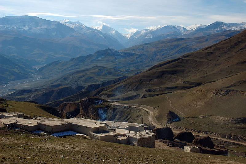 Azerbaycan'ın kuzeyindeki Kafkas Dağları