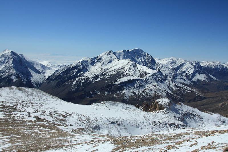 Bazardüzü Dağı, Azerbaycan'ın en yüksek dağıdır