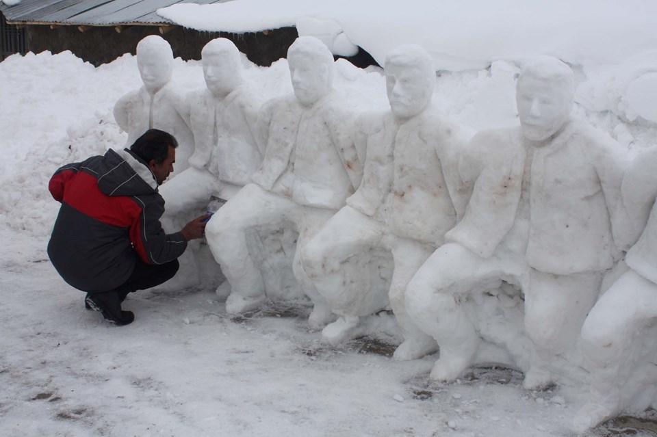 Heykeltıraş Kardan 12 Kişilik Folklor Ekibi Yaptı