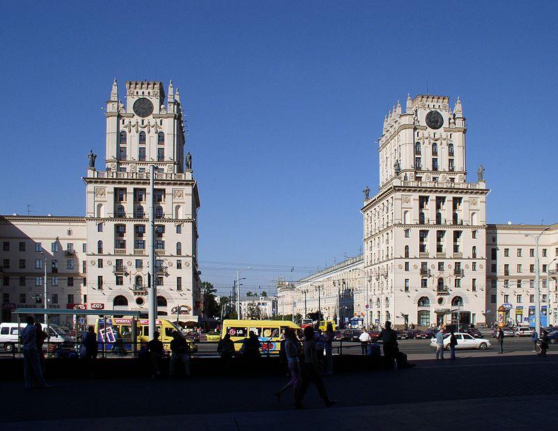 Yeniden yapılanma sembollerinden biri olan Minsk'teki İstasyon Meydanı