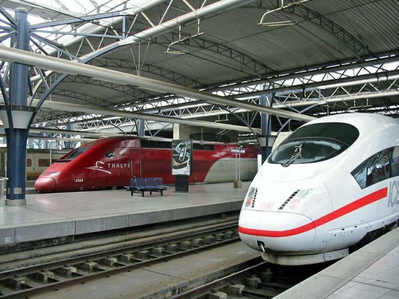 Brüksel-Güney tren istasyonunda yüksek hızlı trenler