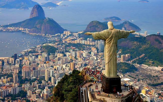 Brezilya'da Kurtarıcı  İsa  heykeli
