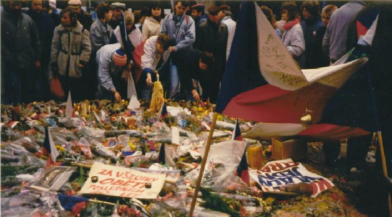 Kadife Devrimi (1989)