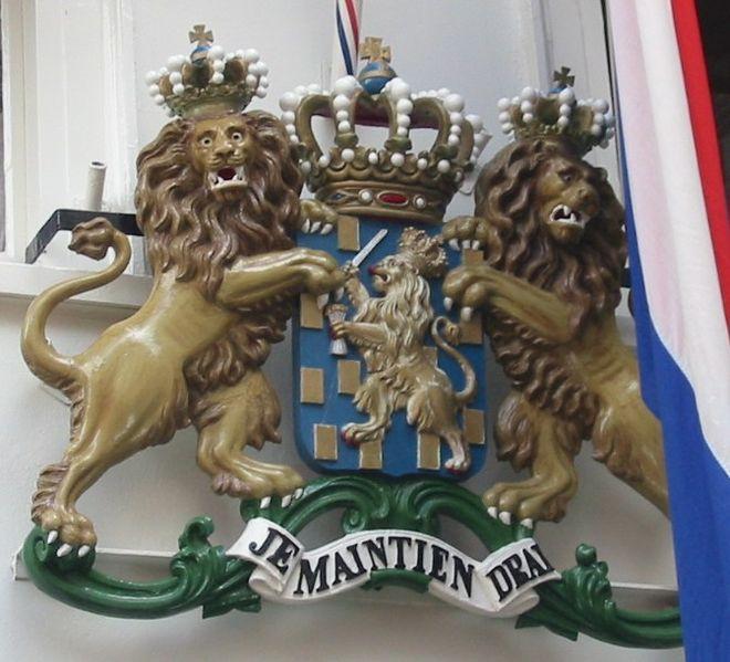 1815-1907 yılları arasında kullanılan Kraliyet arması