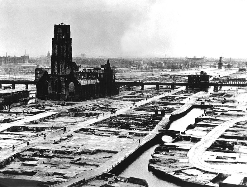 Mayıs 1940'ta Almanlar tarafından bombalanan Rotterdam