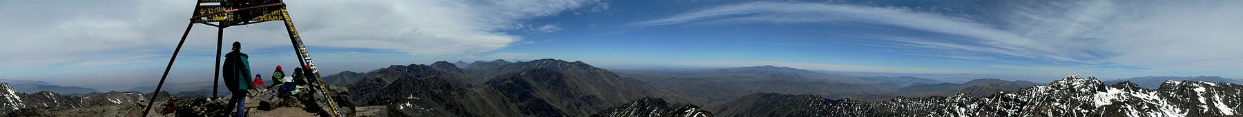 Afrika'nın en yüksek 2. doruğu olan Toubkal zirvesinin 360 °C panoramik görüntüsü