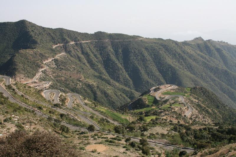 Eritre'de bir dağ yolu