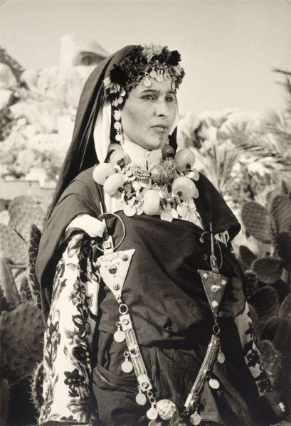 Güney Fas'tan bir Berberi kadın. Fotoğraf 1940-1960 yılları arasında çekilmiştir