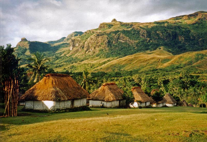 Nausori Highlands'deki Navala köyünde tek odalı Fiji evleri