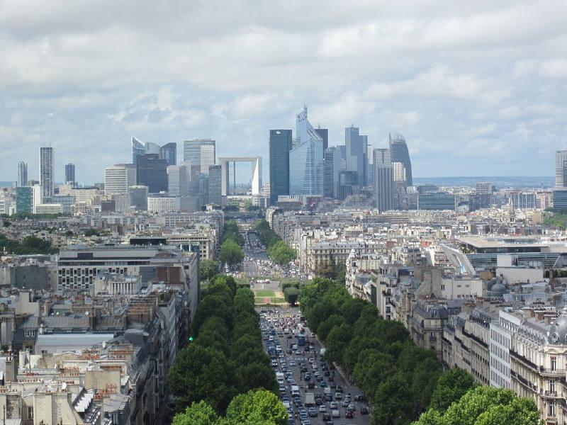 Başkent Paris'in Ticaret bölgesi La Défense