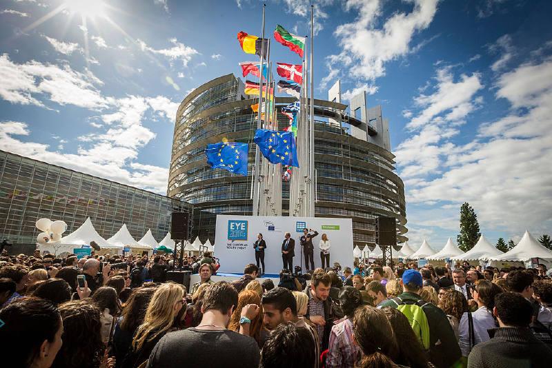Strazburg'daki Avrupa Parlamentosu - Fransa, tüm AB kurumlarının kurucu üyesidir.