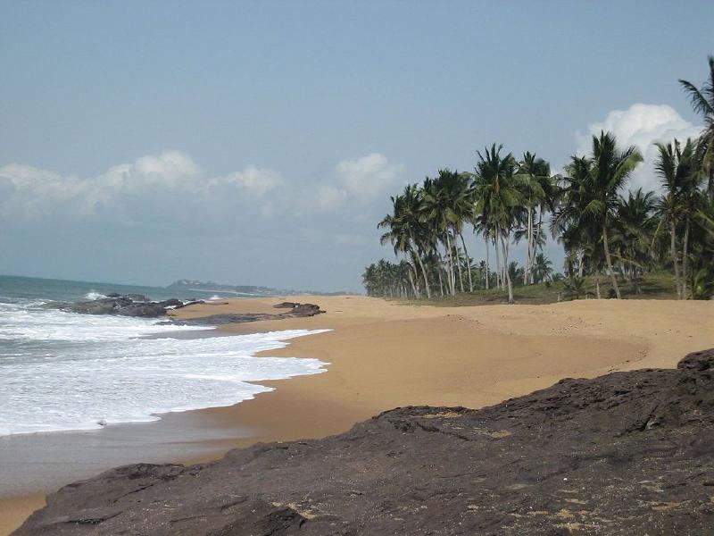 Geniş kumlu plajlar Gana kıyılarının karakteristik özelliğidir