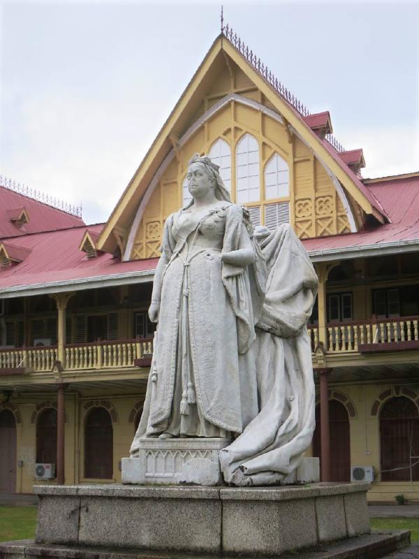 Georgetown'da Kraliçe Victoria'nın heykeli
