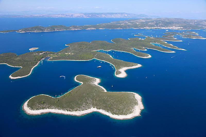 Hvar adasının güneybatı kıyısında yer alan Paklinski Adaları