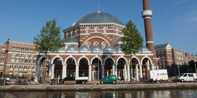 Hollanda'da bir Camii
