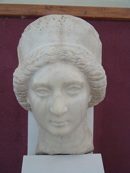 İran Ulusal Müzesi'nden Kraliçe Musa'nın bir büstü, 1939'da Huzistan'da bir Fransız araştırma ekibi tarafından bulundu.