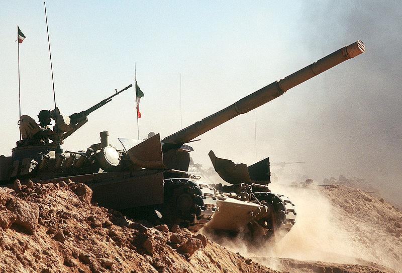 Çöl Kalkanı Operasyonu sırasında bir Kuveyt M-84 tankı.