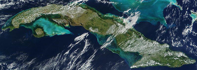 Bir ada ülkesi olan Küba'nın uydudan görünümü (NASA)