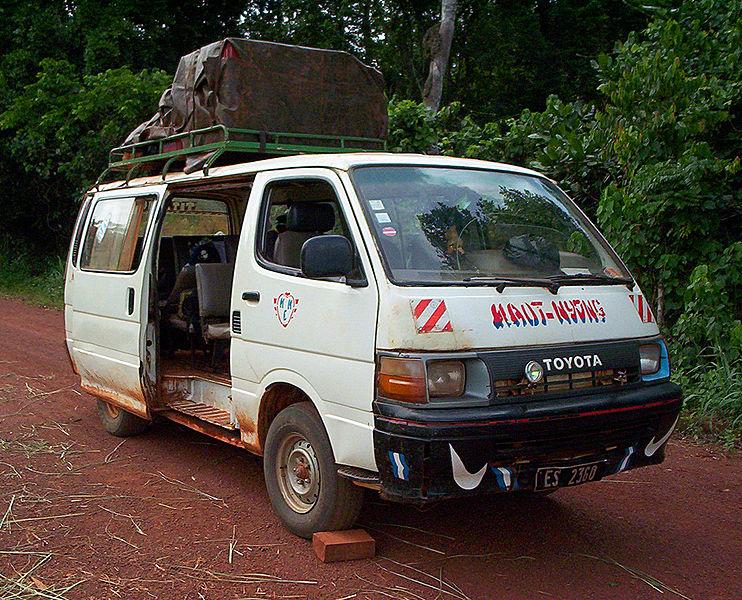 Kamerun'da kullanılan bir dolmuş