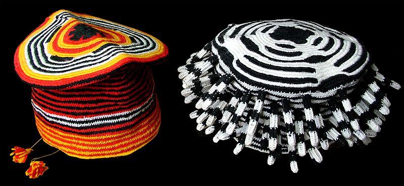 Kamerunda kullanılan renkli  şapkalar