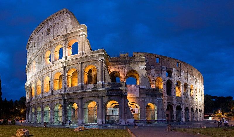 Colosseum, Roma döneminden kalma İtalya'daki en meşhur simgelerdendir.