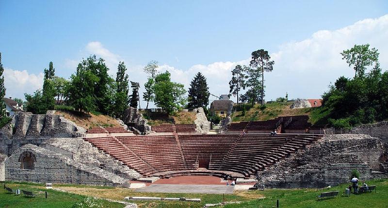 MÖ 44 yılında kurulan ve Ren Nehri üzerindeki ilk Roma yerleşimi olma niteliği taşıyan Augusta Raurica.