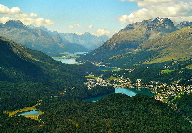 Engadine vadisi. Turizm, az sanayileşmiş alp bölgeleri için önemli bir gelir kaynağıdır.