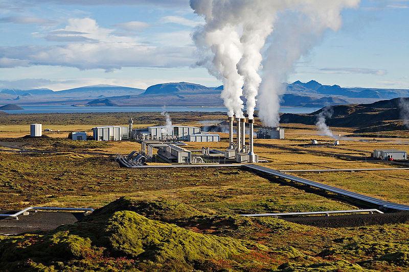 Jeotermal enerjiyi kullanan Nesjavellir Santrali
