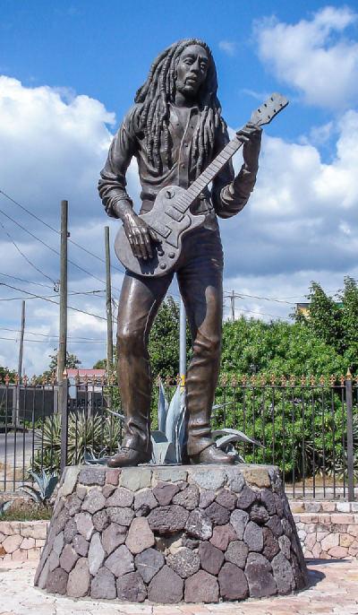 Kingston'daki Bob Marley Heykeli