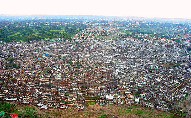 Afrika'daki en büyük gecekondu mahallesi olan Kibera
