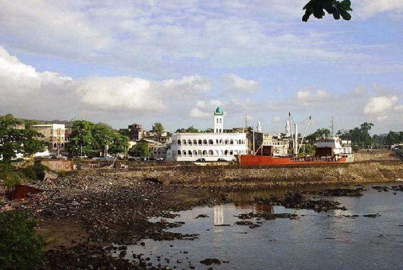 Harbour Bay ve Merkez Camii ile Komor Adaları'nın başkenti Moroni
