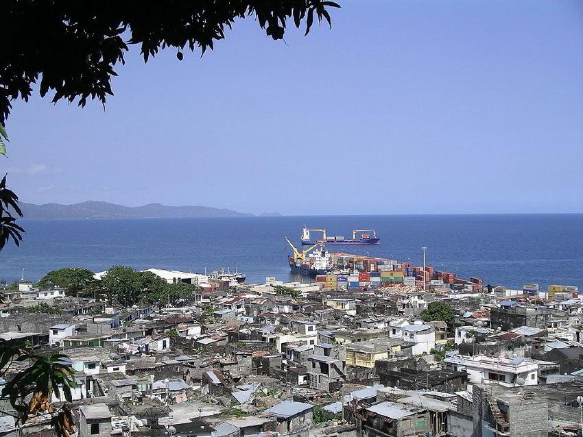 Mutsamudu kenti  ve limanı