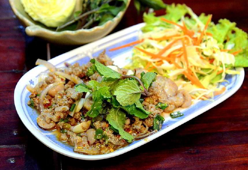 """Larb, Laos'un """"gayri resmi"""" ulusal yemeği olarak kabul edilir"""