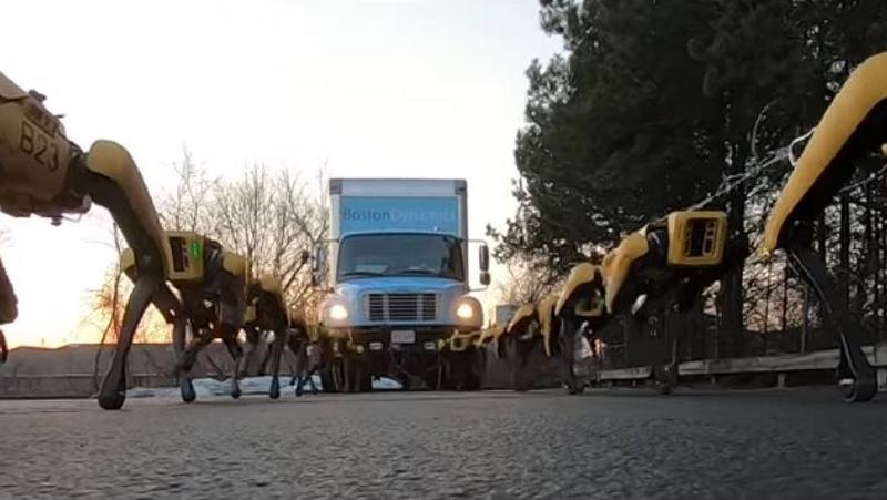 Spotpower Robotları Bir Kamyonu Yokuş Yukarı Çekti